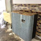 【給湯器の凍結防止策】廃材オンリーで風よけの囲いをこしらえました!