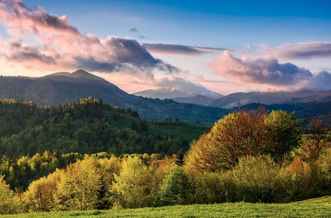 移住先の美しい山の風景